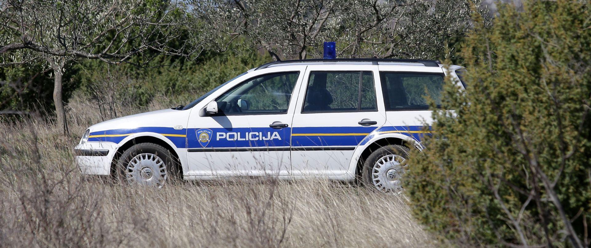 VOJNIĆ/OZALJ Zbog krijumčarenja 35 stranaca uhićena četvorica hrvatskih državljana