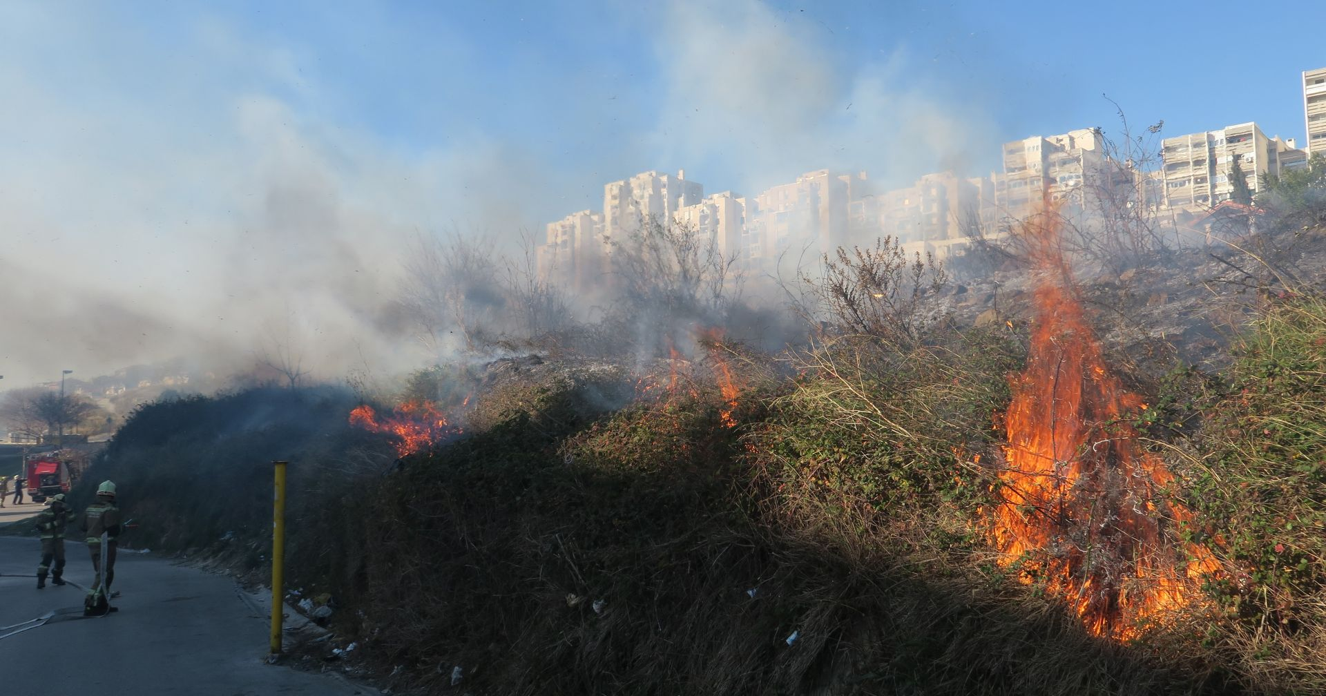 Splitski vatrogasci na orkanskoj buri gasili pet požara