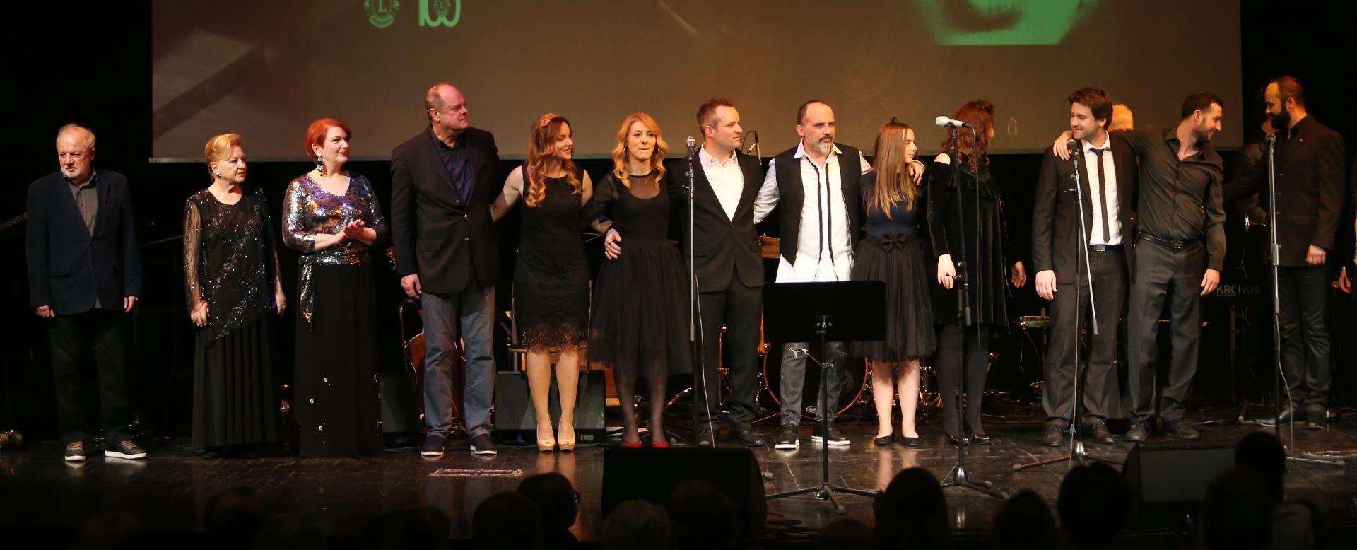 FOTO: Uz pregršt emocija održan humanitarni koncert u spomen na Helgu Vlahović Brnobić