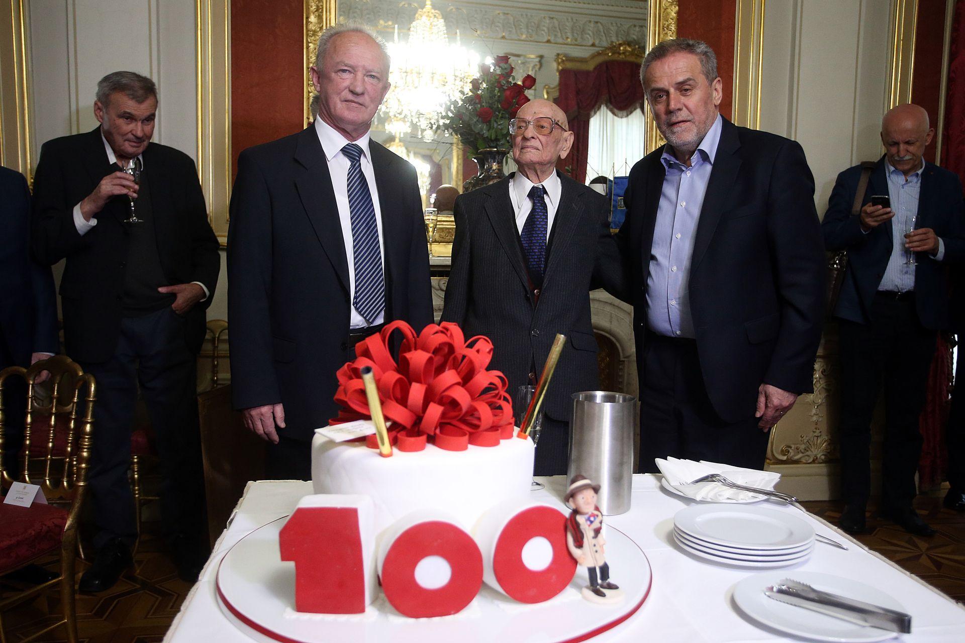SAZVANA PRESICA: Bandić zabranio Antifašistima da predsjedniku poklone tortu-petokraku