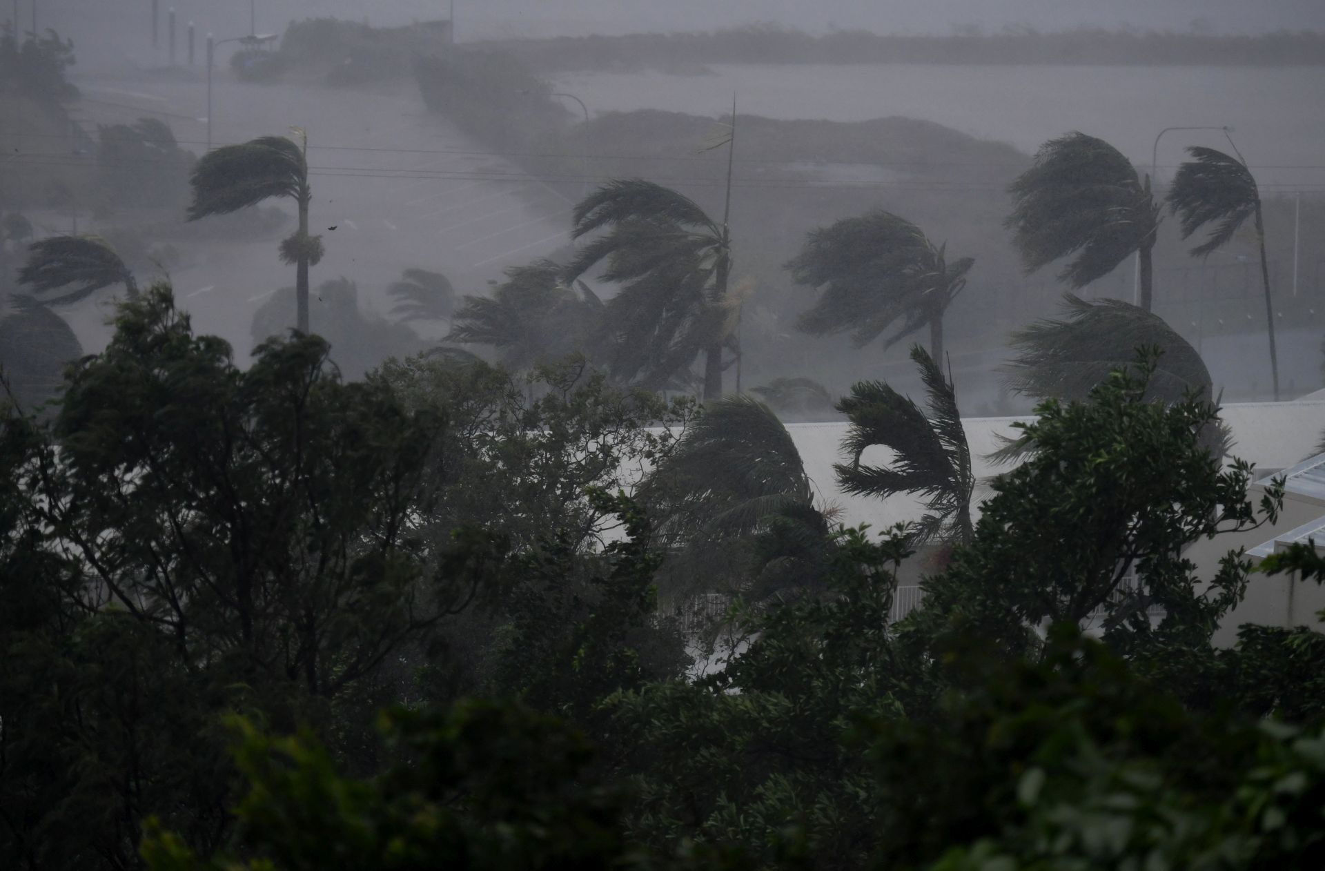 DOSAD EVAKUIRANO 3.500 LJUDI: Queensland zahvaćen ciklonom Debbie