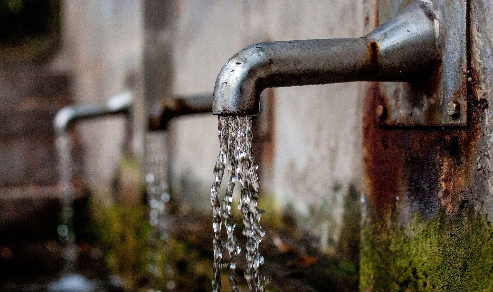 PROKUHATI PRIJE PIĆA U Splitu i Imotskom voda nije za piće