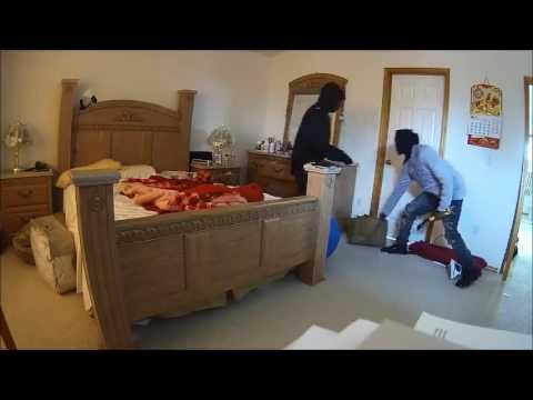 VIDEO: Web kamera snimila provalnike koji su upali u kuću