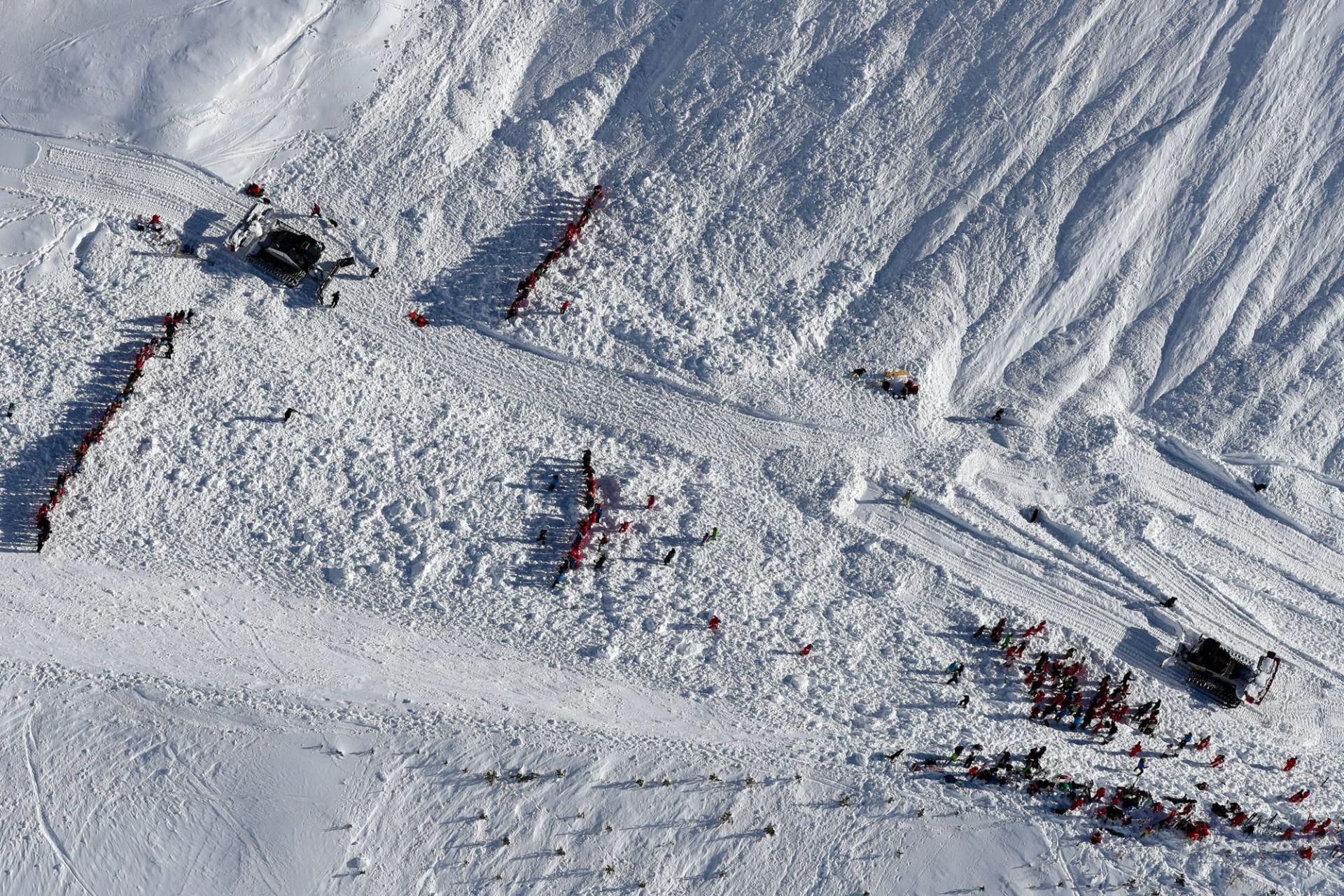 Dvadeset poginulih u padu zrakoploa u švicarskim Alpama