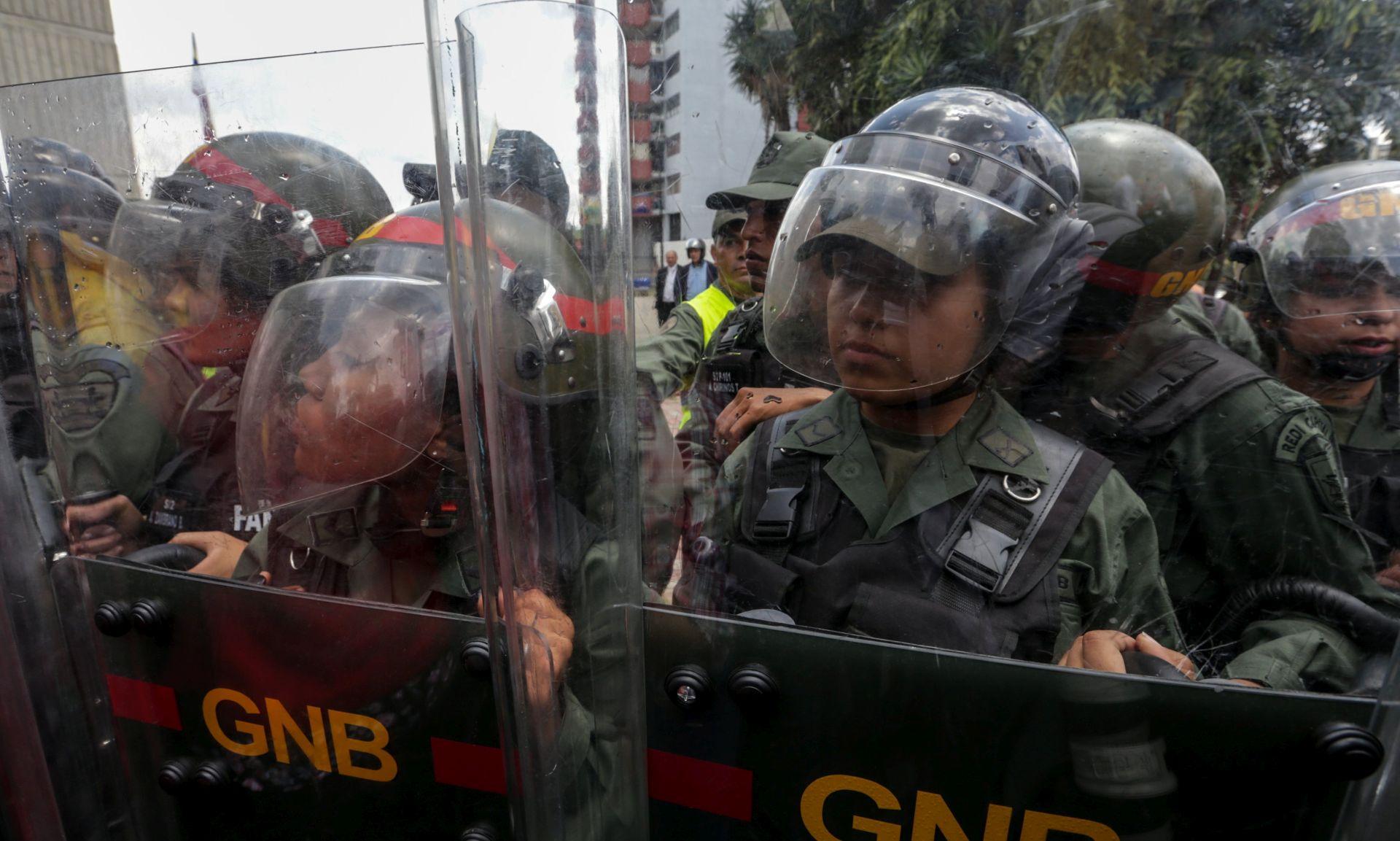 """ZAPOČELI PROSVJEDI: Venezuelska oporba protiv """"diktatora"""" Madura"""