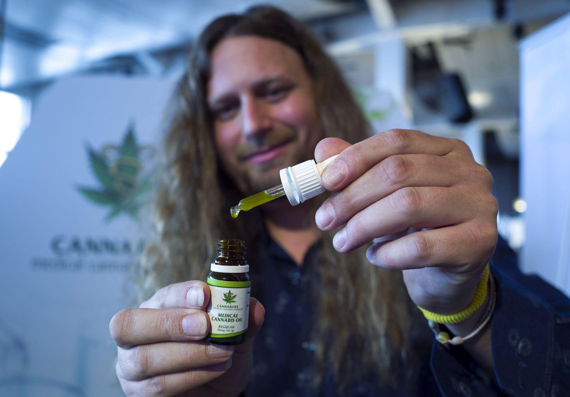 """""""SKOČILE"""" DIONICE TVRTKI ZA PROIZVODNJU: Kanada 2018. legalizira marihuanu"""