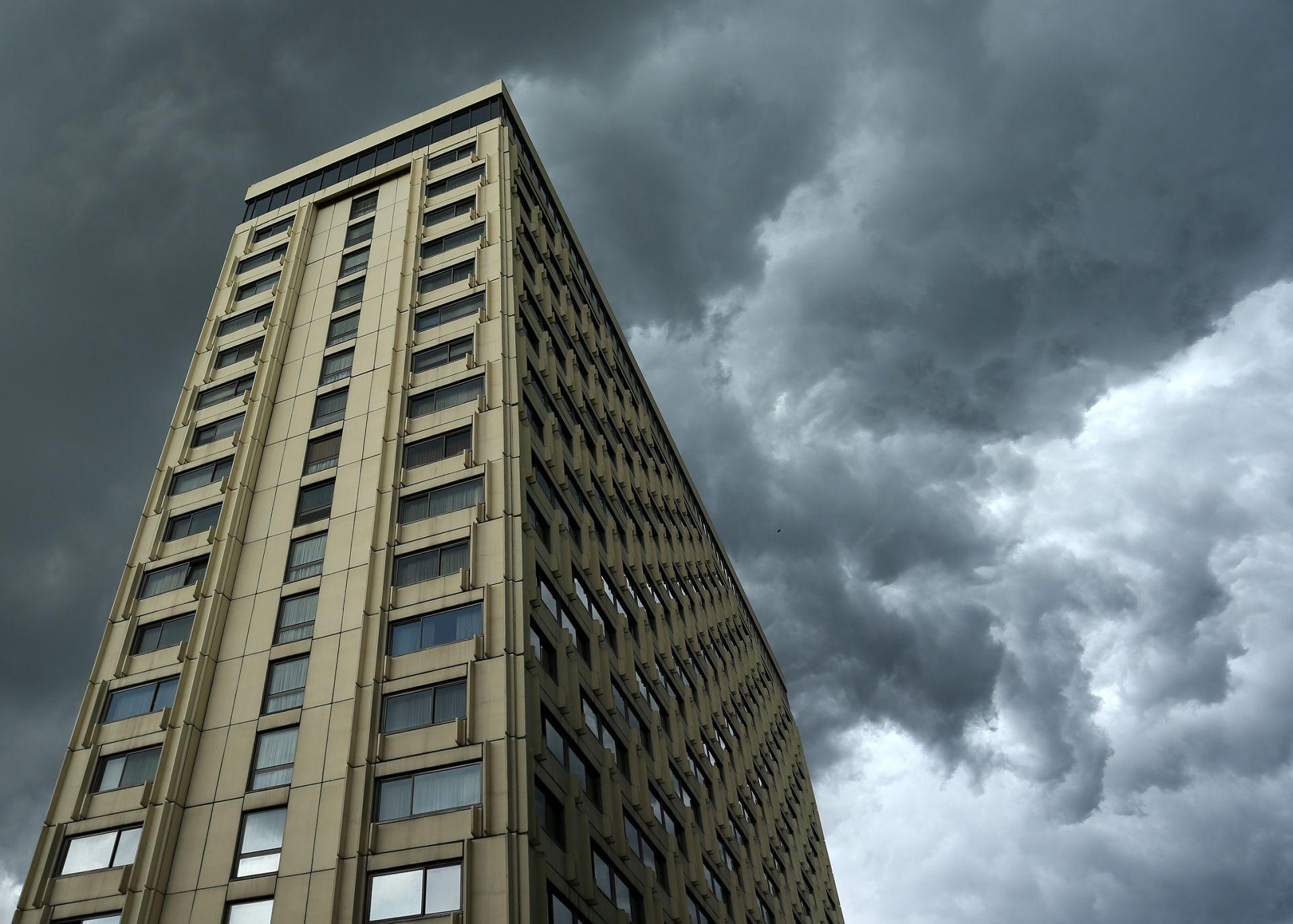VRIJEME Postupno naoblačenje uz mjestimičnu kišu i pljuskove s grmljavinom