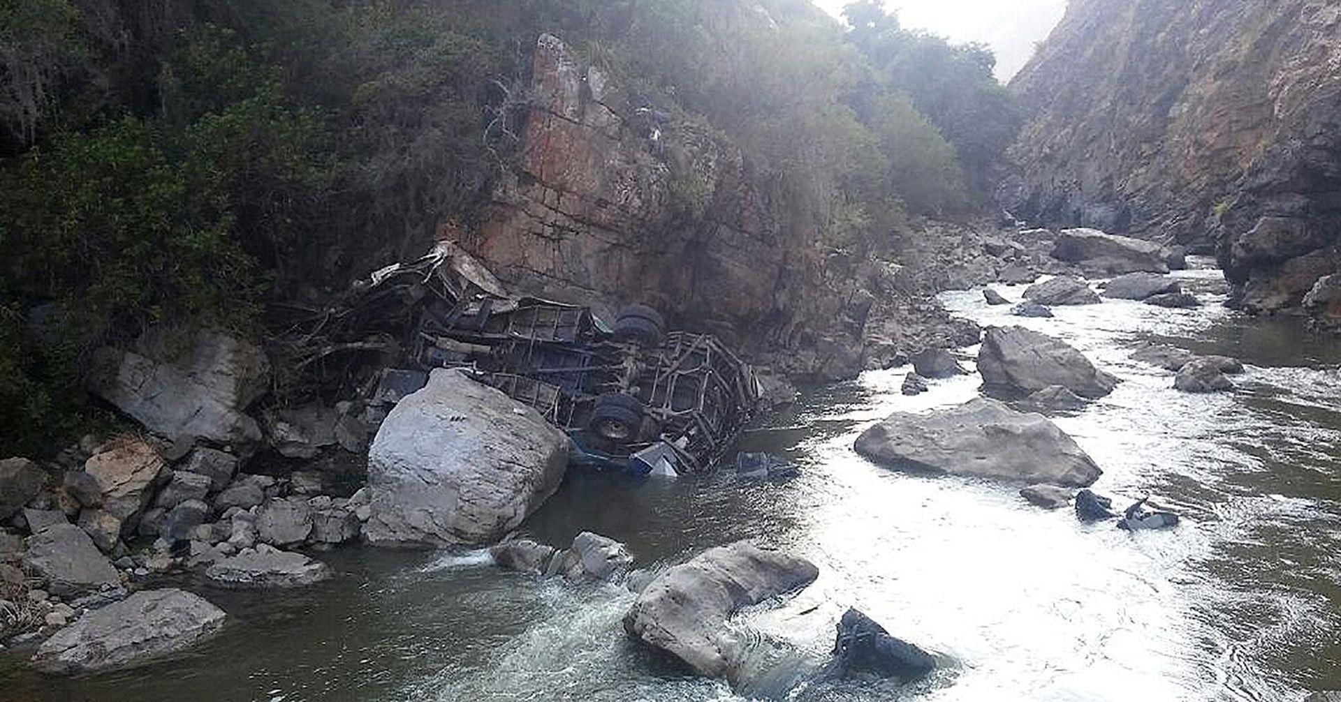 AUTOBUS PAO U PROVALIJU: U Panami najmanje 16 mrtvih, ozlijeđeno 35 ljudi