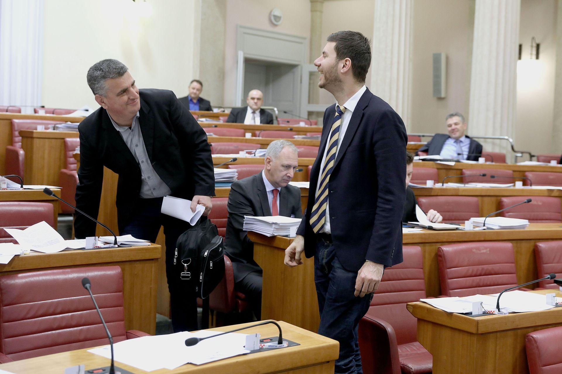 SABOR Pernar: Krave krive za stakleničke plinove; Bulj: Hrvatska ionako nema goveda
