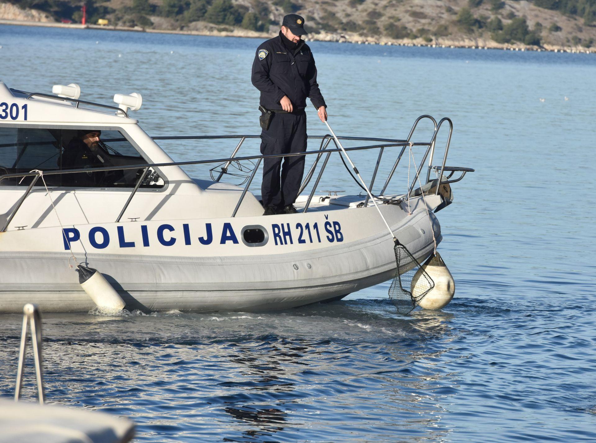 ŠIBENSKA POLICIJA: Pronađeno stotinjak kg marihuane u moru kod Murtera