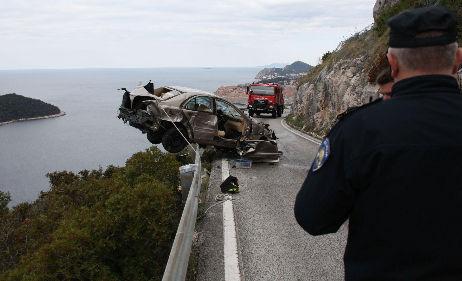 PROMETNA NESREĆA: U Dubrovniku 89-godišnjakinja sletjela niz liticu i preživjela