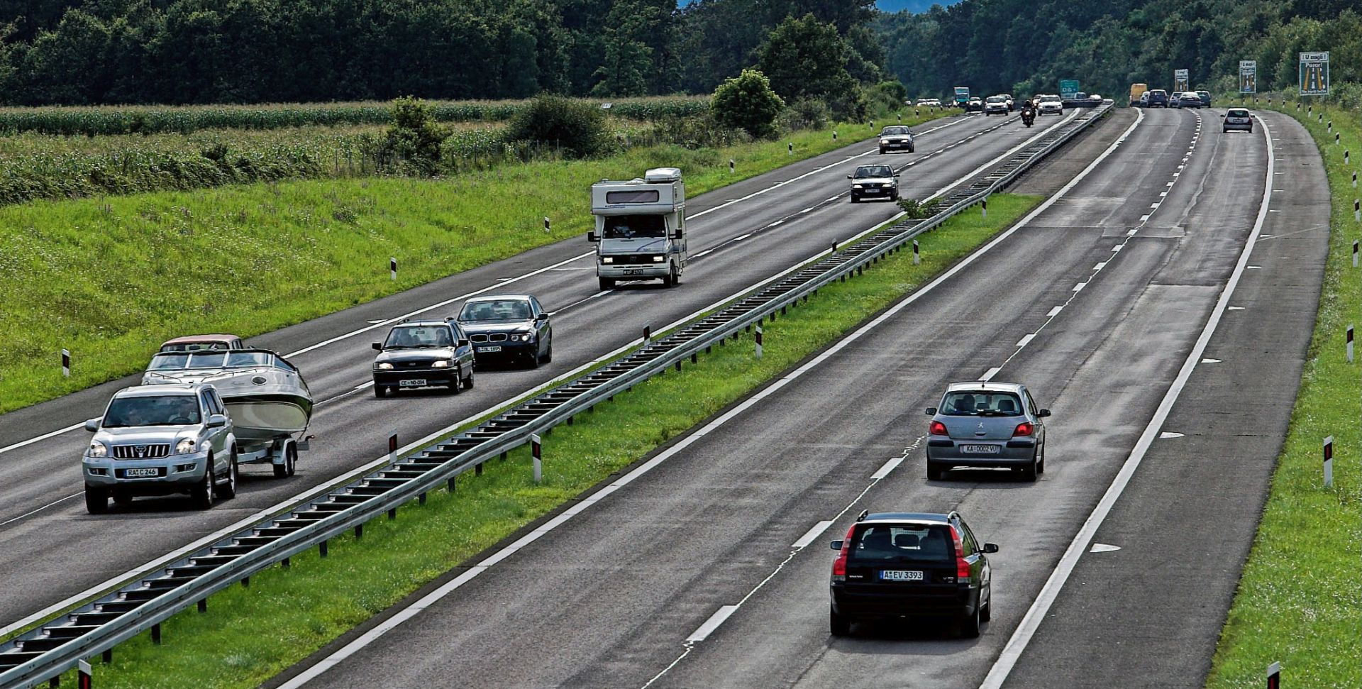 HAK Na A1 između Pirovca i Skradina crni Mercedes vozi u krivom smjeru