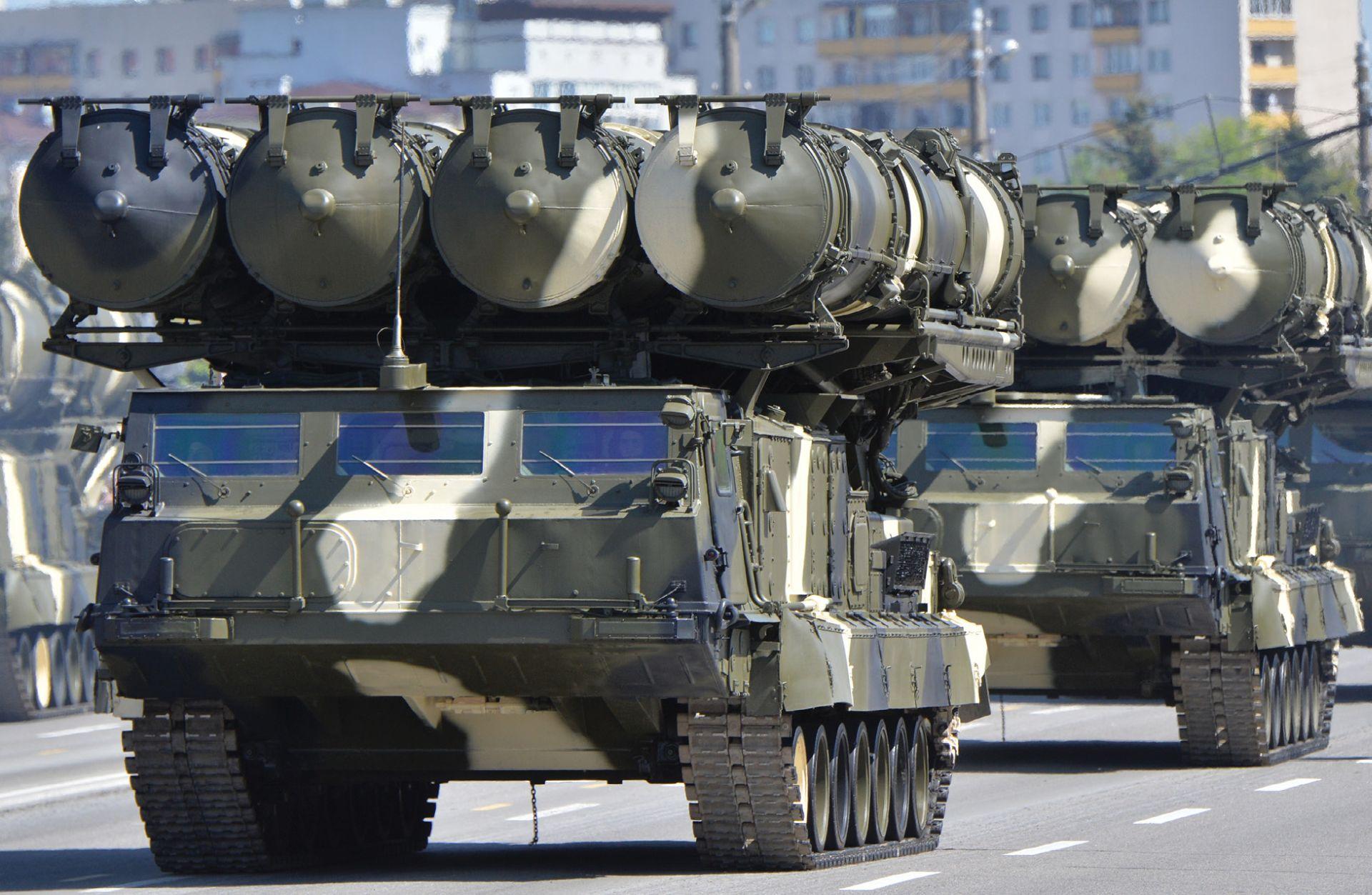 Vučić i Vulin preuzeli nezahvalan zadatak obrane Moskve zbog raketnog sustava S-300