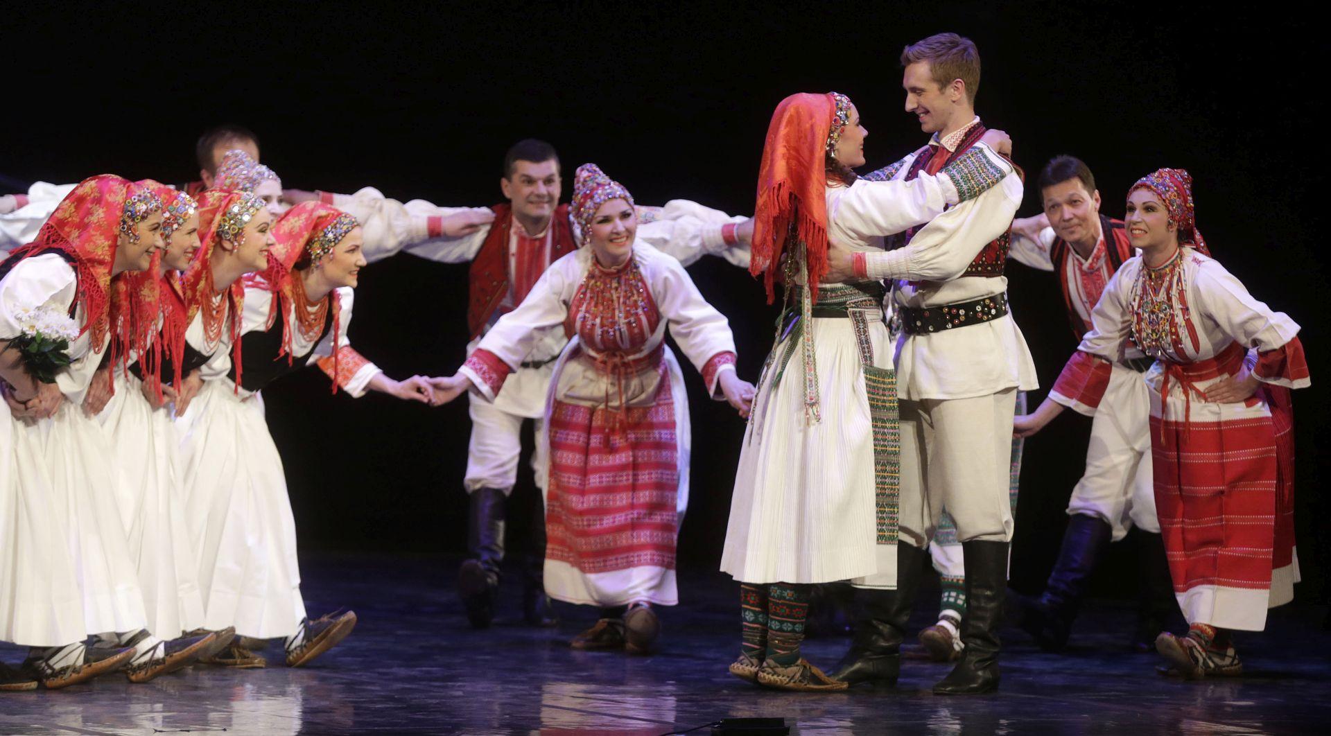 Nastupom stranih grupa koje su plesale hrvatske plesove završio Međunarodni festival folklora