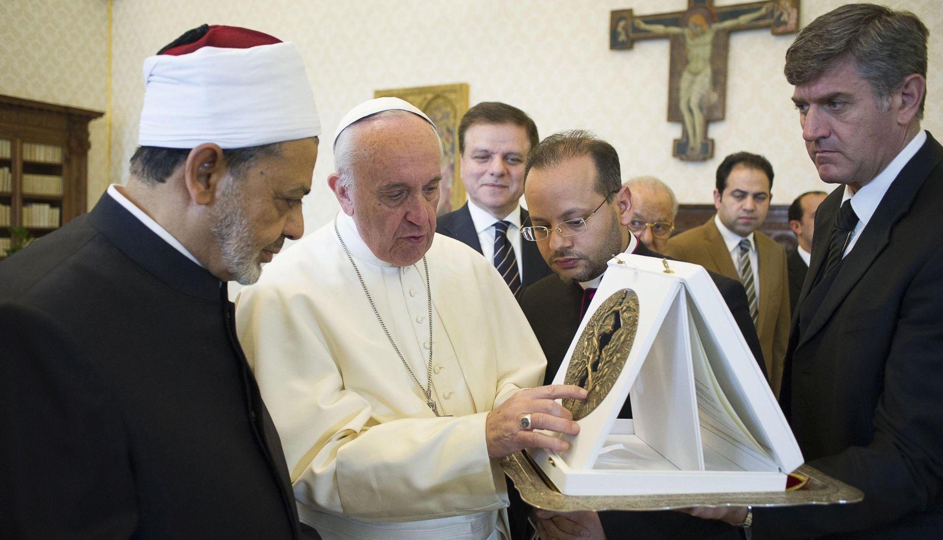 Papa Franjo u Egiptu jača odnose s muslimanima i solidarizira se s kršćanima