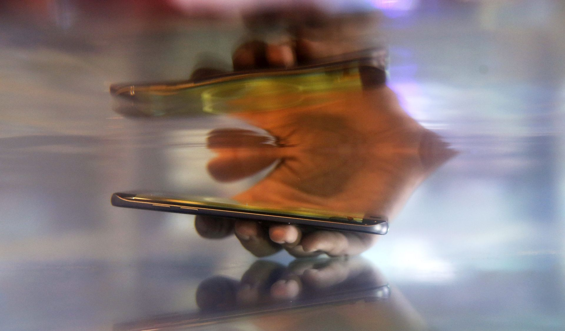 Britanski učenici ističu kako im roditelji previše koriste mobitele