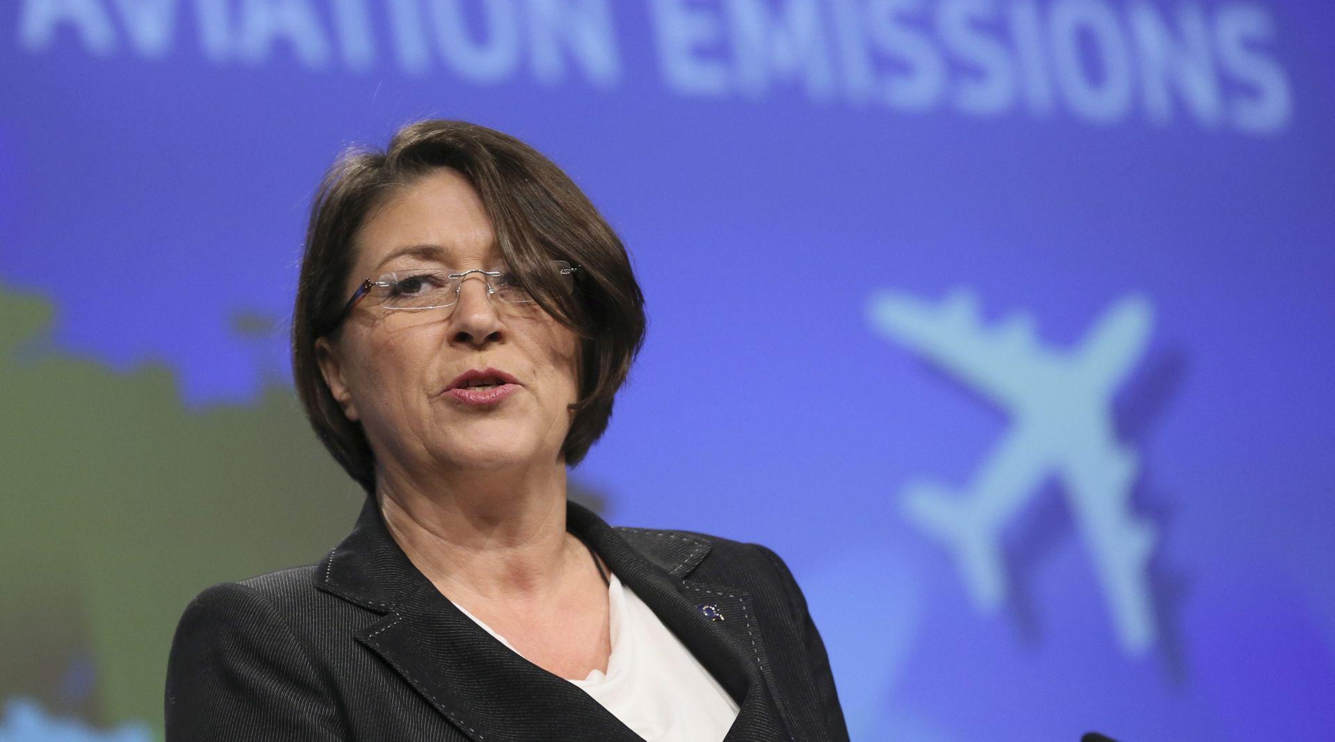 Europovjerenica Bulc poziva Zagreb i Ljubljanu na dogovor o izbjegavanju gužvi na granici