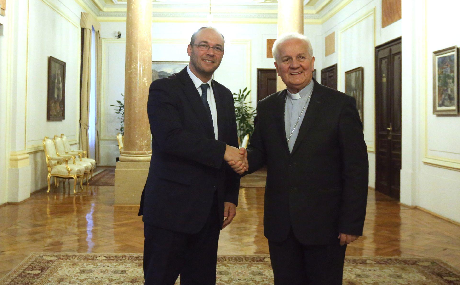 Dodik poručio da više neće komunicirati s biskupom Komaricom