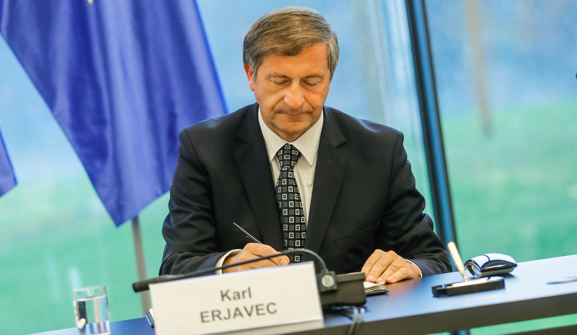 Erjavec zadovoljan usmenom raspravom o arbitraži pred Europskom komisijom
