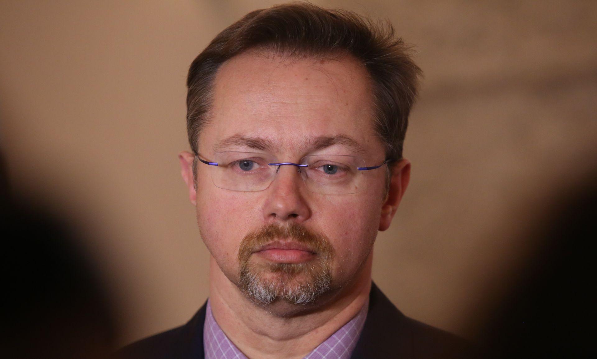 POVJERENSTVO 'Varga bio u sukobu interesa zaposlivši u HZZO-u osobu bez potrebnih kvalifikacija'