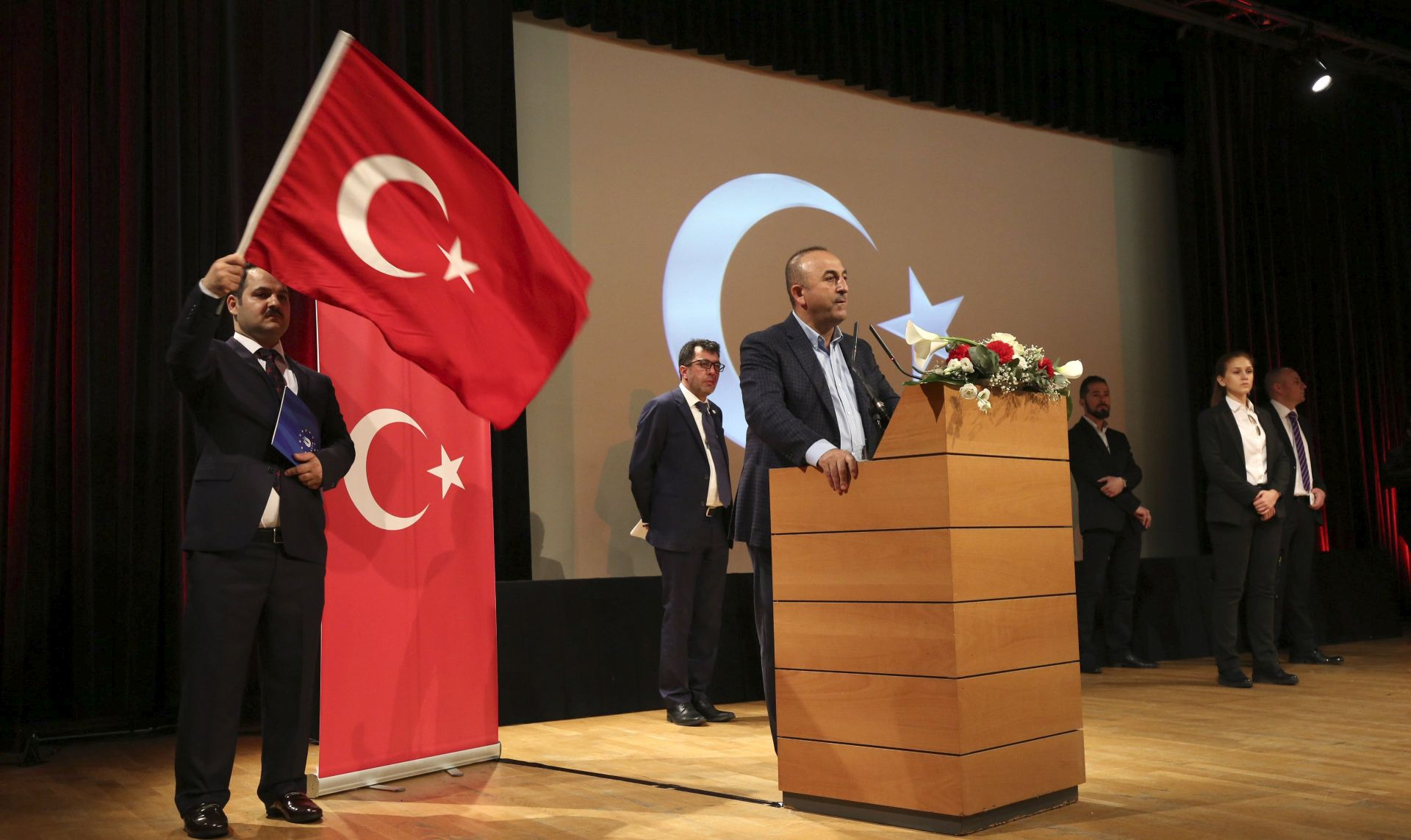 Turska bi mogla suspendirati sporazum s EU o migrantima
