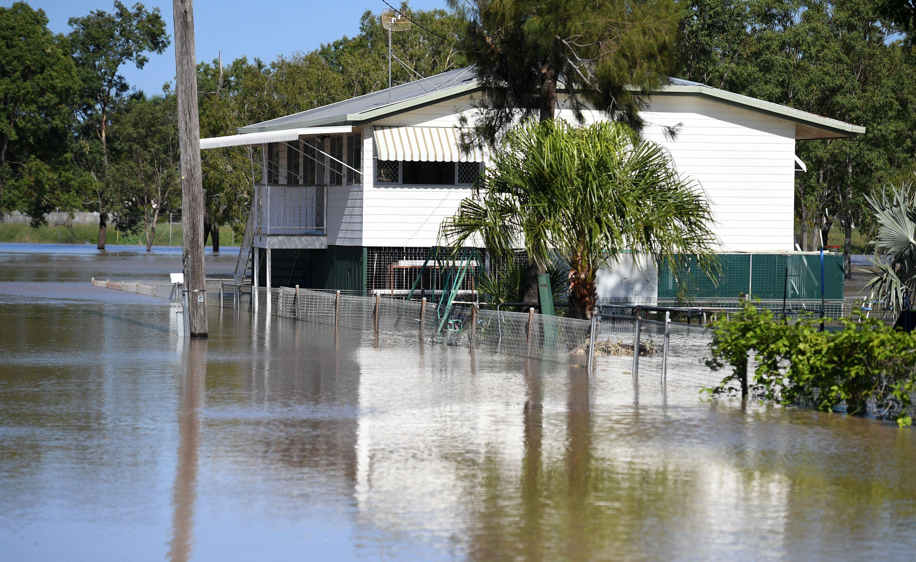 POPLAVE U AUSTRALIJI Uragan Debbie i bujice vode odnijeli još tri života