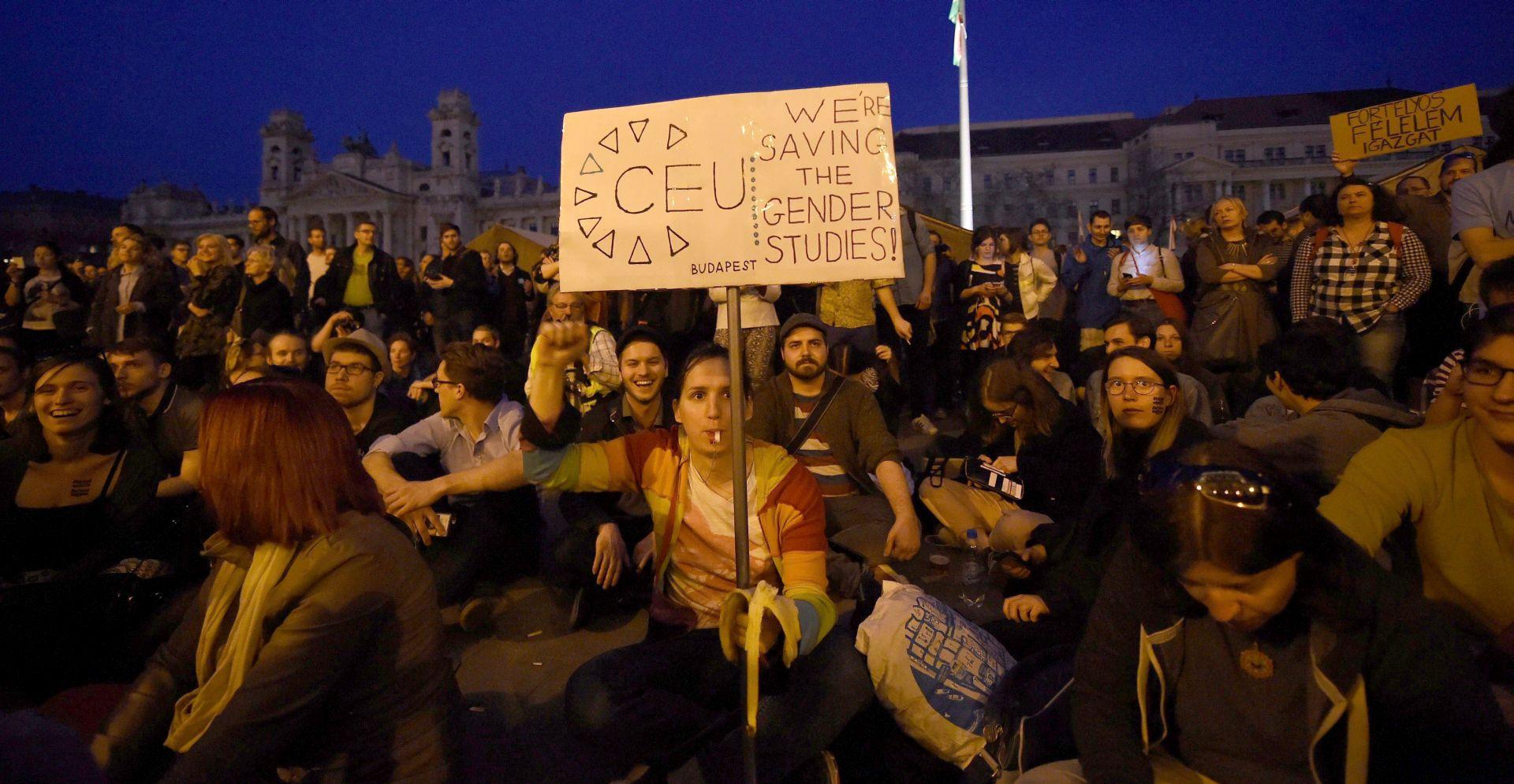 BUDIMPEŠTA Deseci tisuća prosvjednika podržali CEU