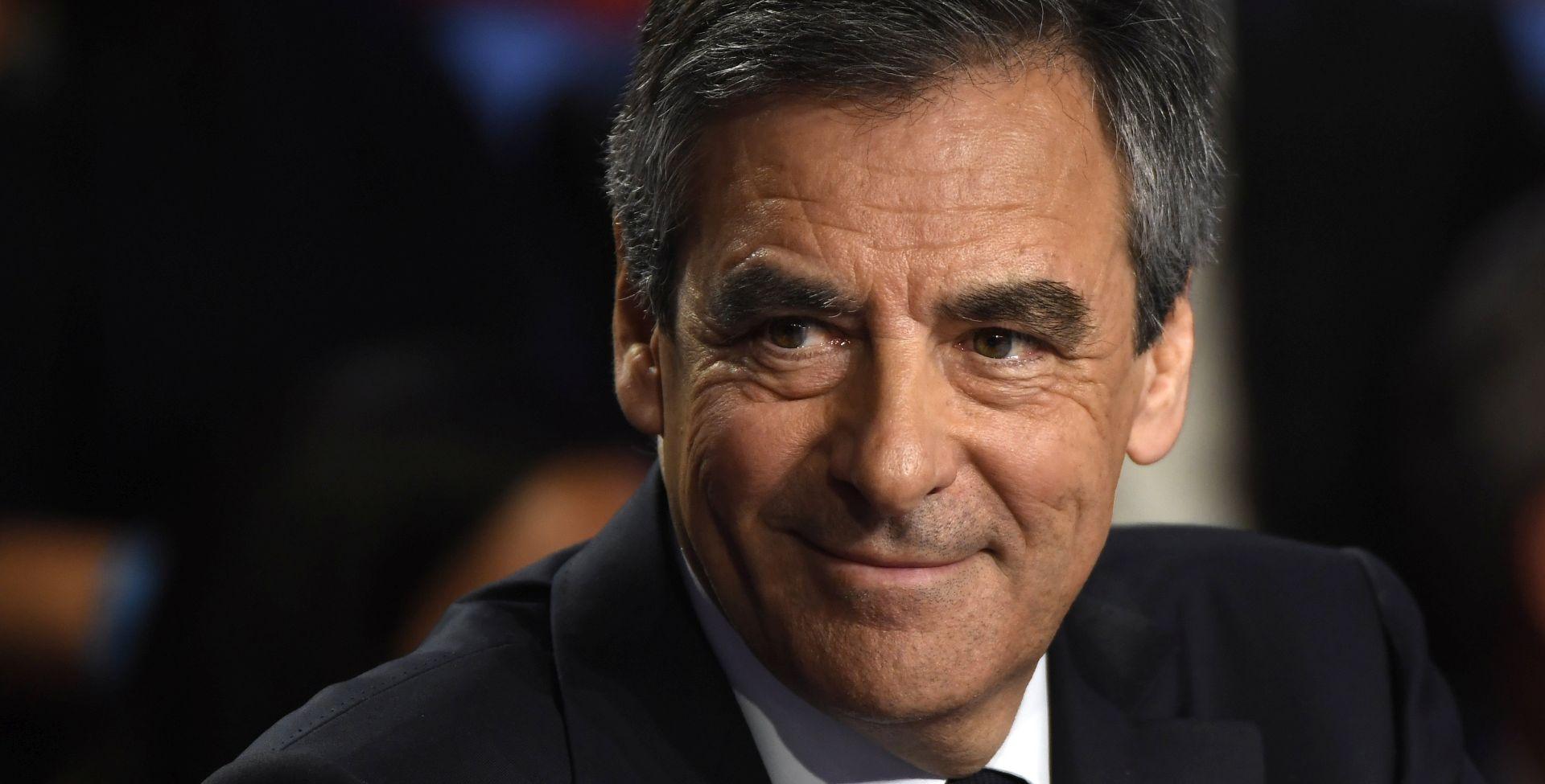 Francuski konzervativac Fillon povlači se s dužnosti u stranci