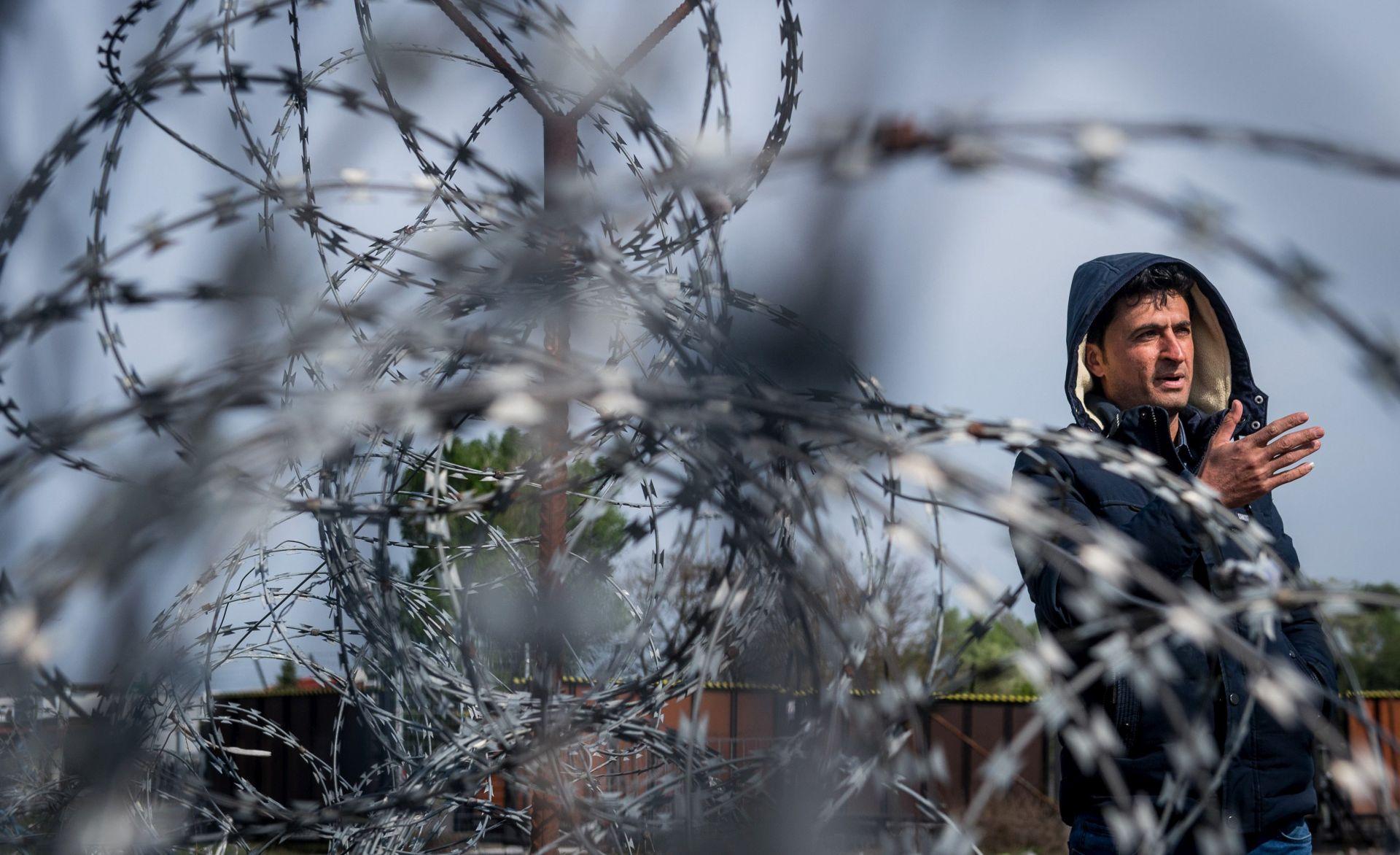 SRBIJA Zatvara se prihvatni centar za migrante u Šidu, uz hrvatsku granicu
