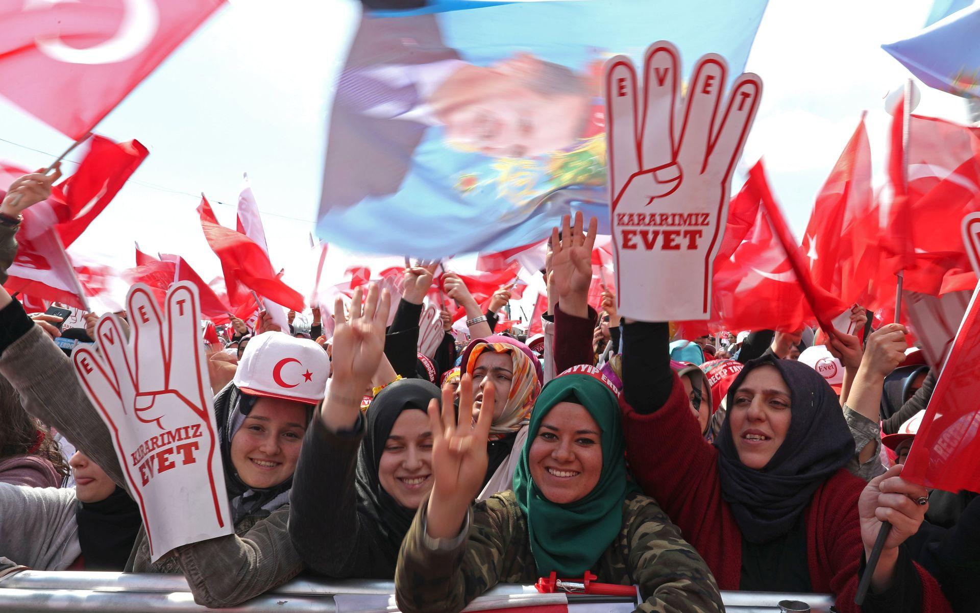 REZULTAT NEIZVJESTAN Turci u nedjelju odlučuju o Erdoganovim ovlastima