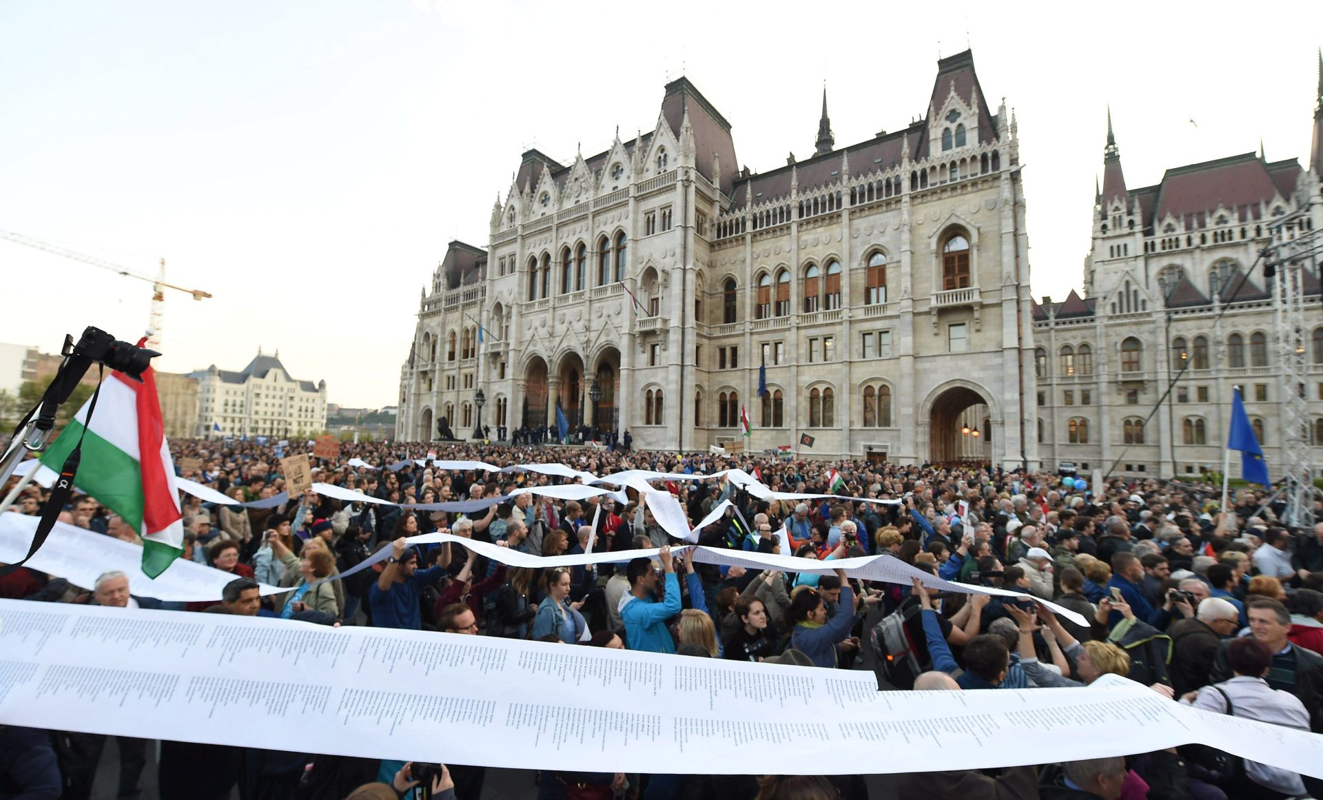 Orban tvrdi da Soros podupire ilegalnu migraciju