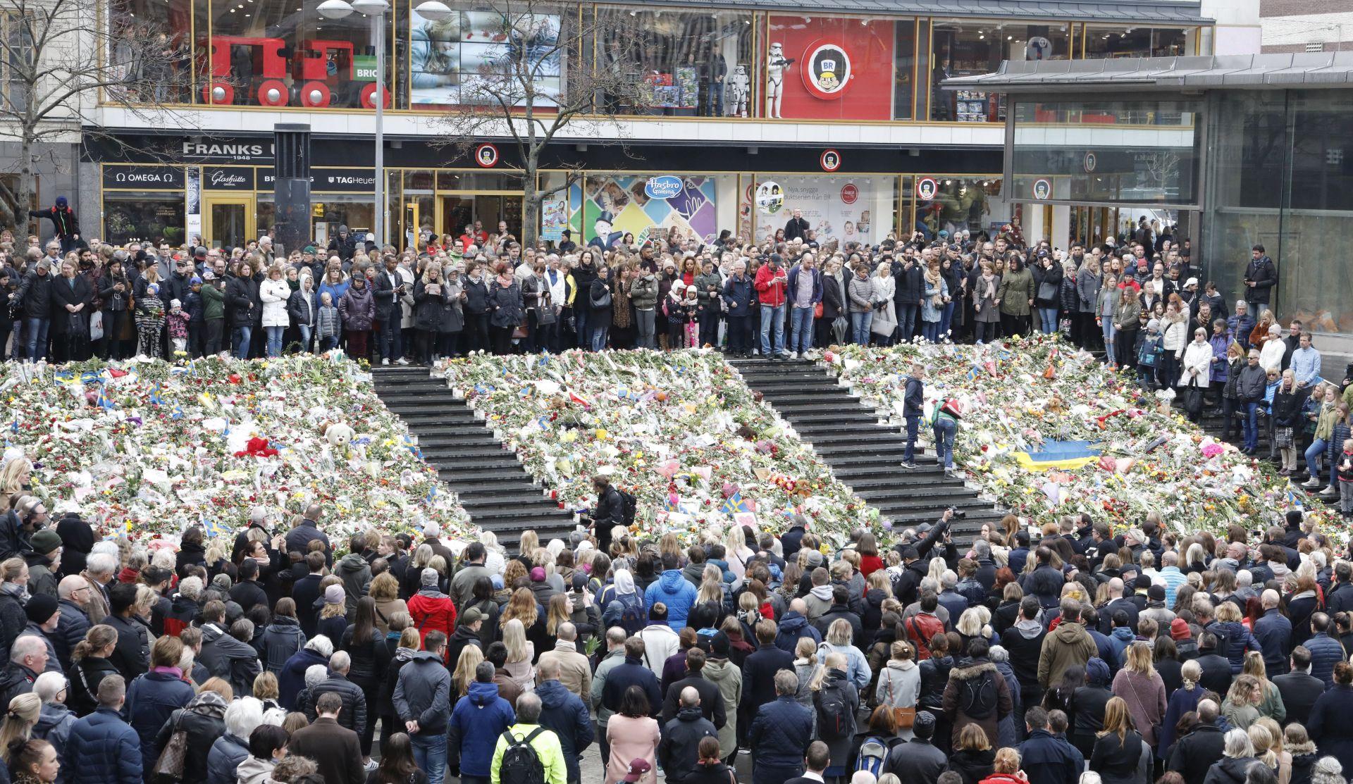 Broj smrtno stradalih u napadu u Stockholmu popeo se na pet