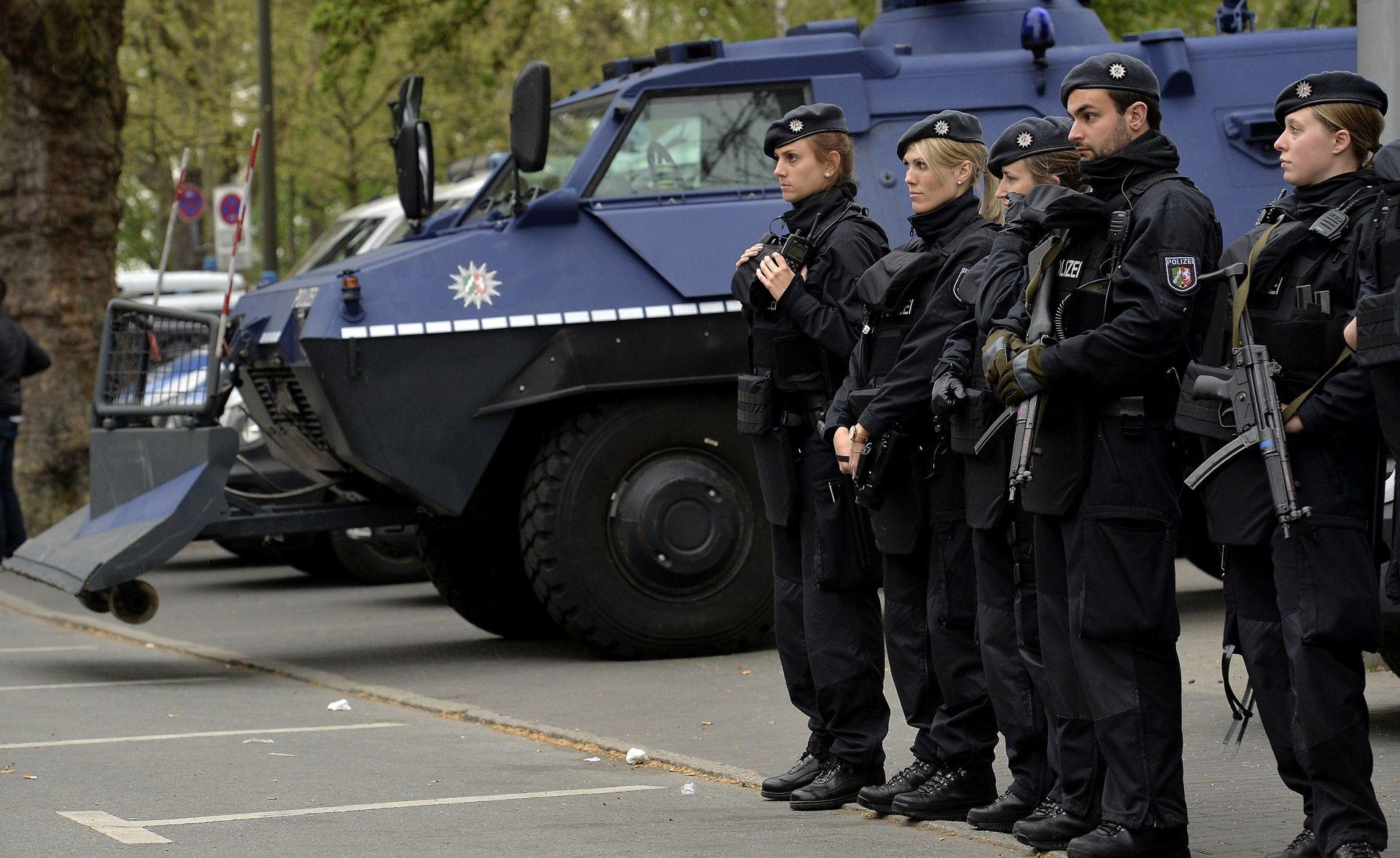 Njemačka policija uhitila trojac osumnjičen za pomaganje islamskog militantu