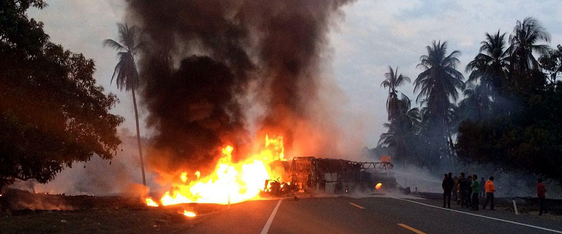 U Meksiku najmanje 24 poginulih u sudaru autobusa i kamiona-cisterne