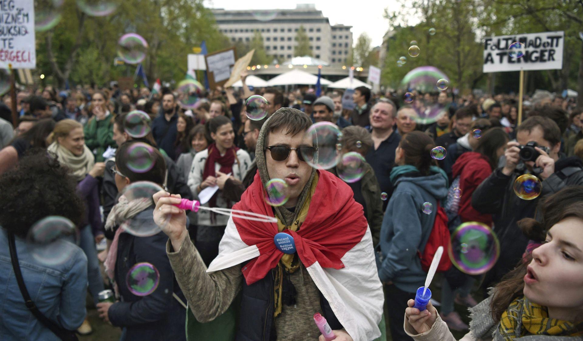 U Budimpešti prosvjednici ismijavali premijera Orbana
