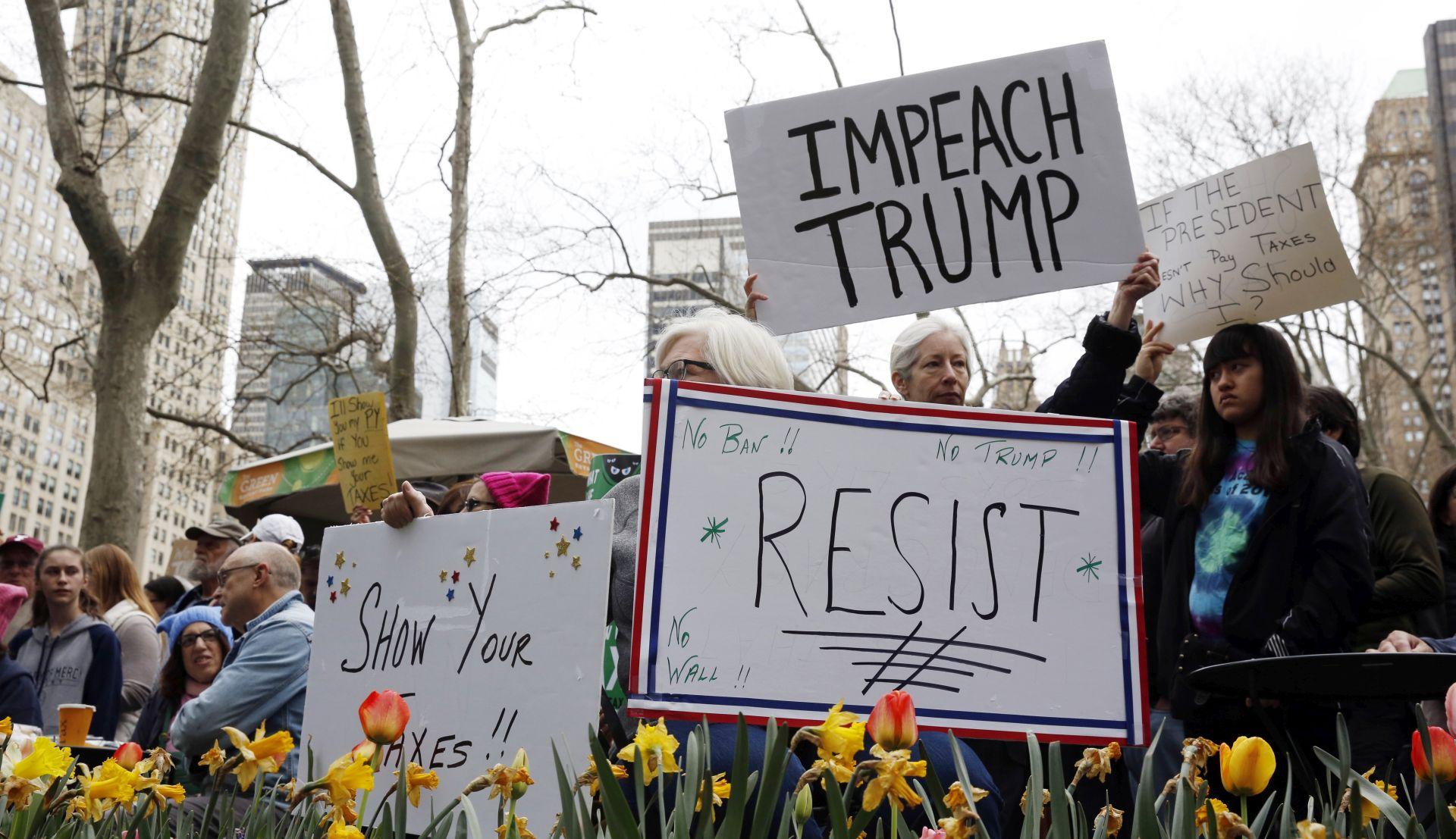 Tisuće u New Yorku pozivaju Trumpa da kaže koliko je platio poreza