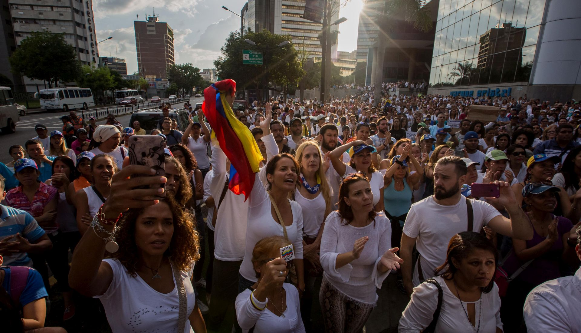 Venezuelska oporba započela 'majku svih prosvjeda' protiv Madura, ubijen mladić