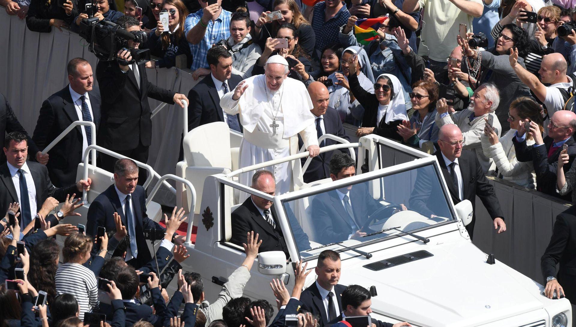Papa poslao poruku mira i udijelio blagoslov Urbi et Orbi