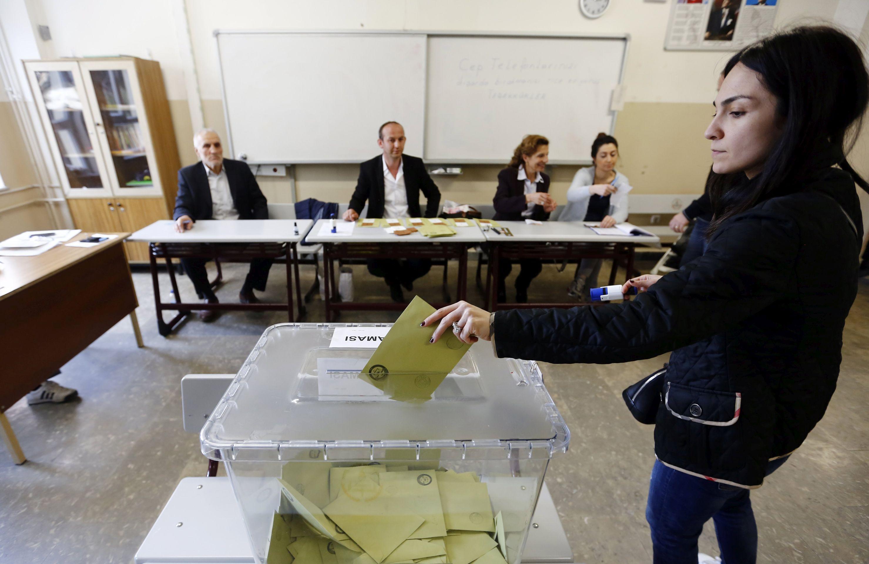 ČLANICA PROMATRAČKE MISIJE 'Sumnjivo 2,5 milijuna glasova na turskom referendumu'