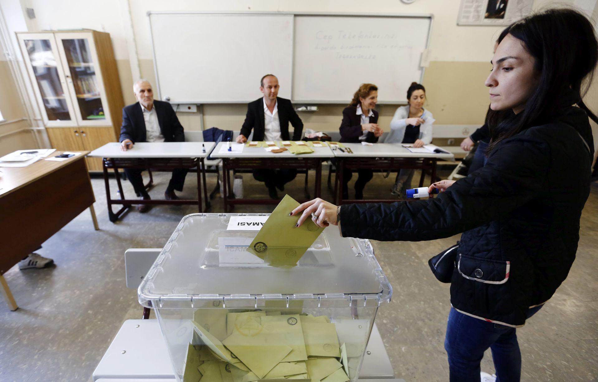 Turci u Njemačkoj, Austriji, Nizozemskoj glasali za ustavne promjene