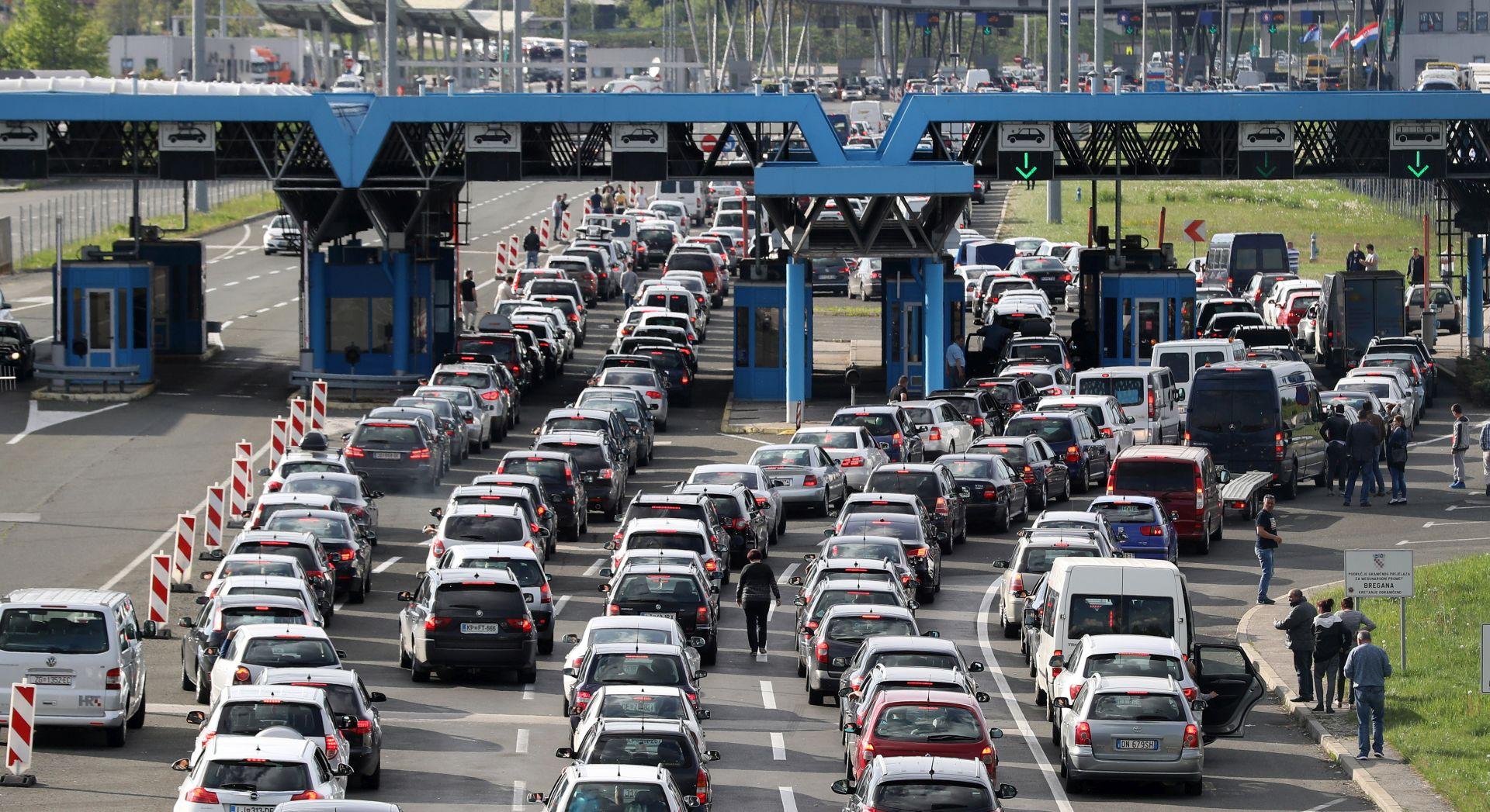 Zbog gužvi na granicama Grabar-Kitarović pisala Tusku, Tajaniju i Junckeru