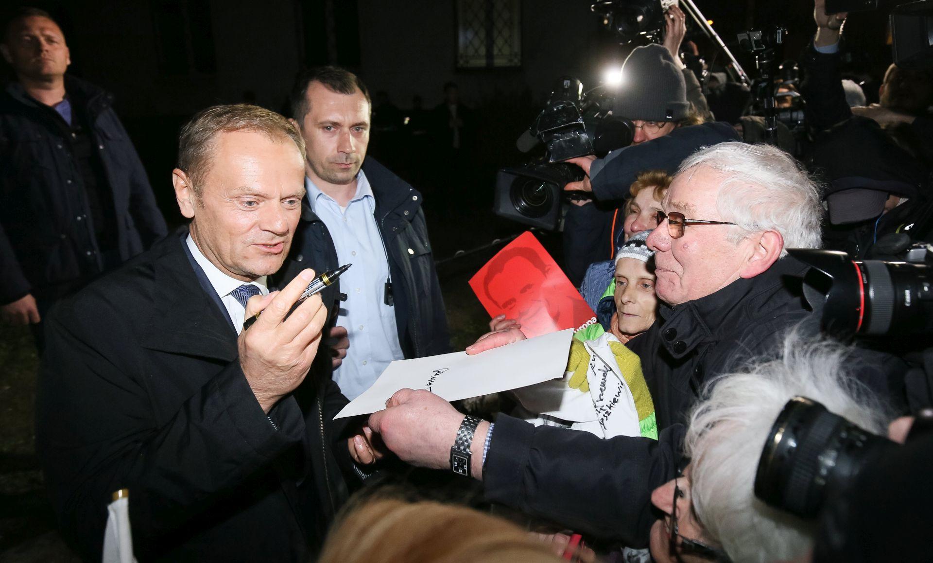 Tusk rekao da je bio izložen maratonskom političkom ispitivanju