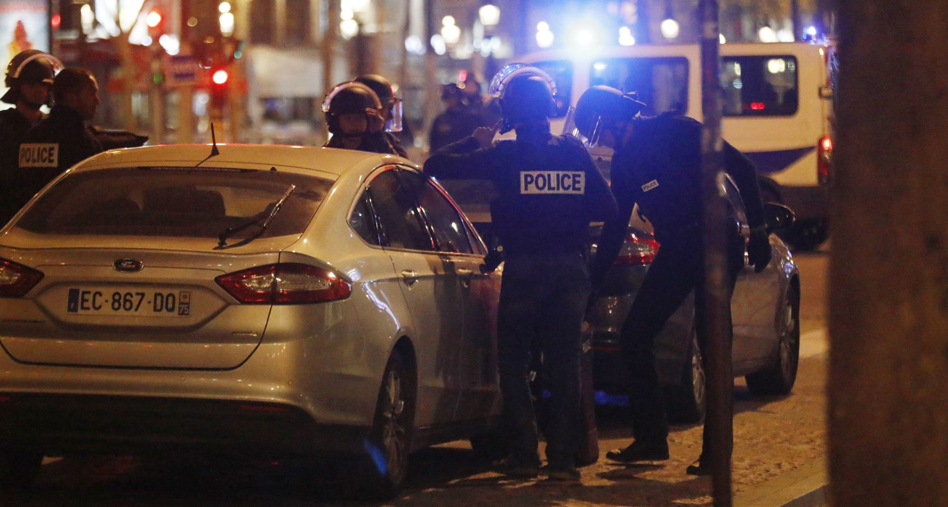 CHAMPS ELYSEES Pucnjava u centru Pariza, ubijen najmanje jedan policajac, ISIS preuzeo odgovornost