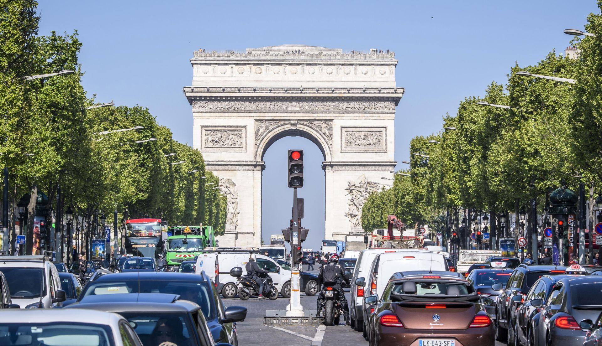 Francuzi počeli glasati u prvom krugu predsjedničkih izbora