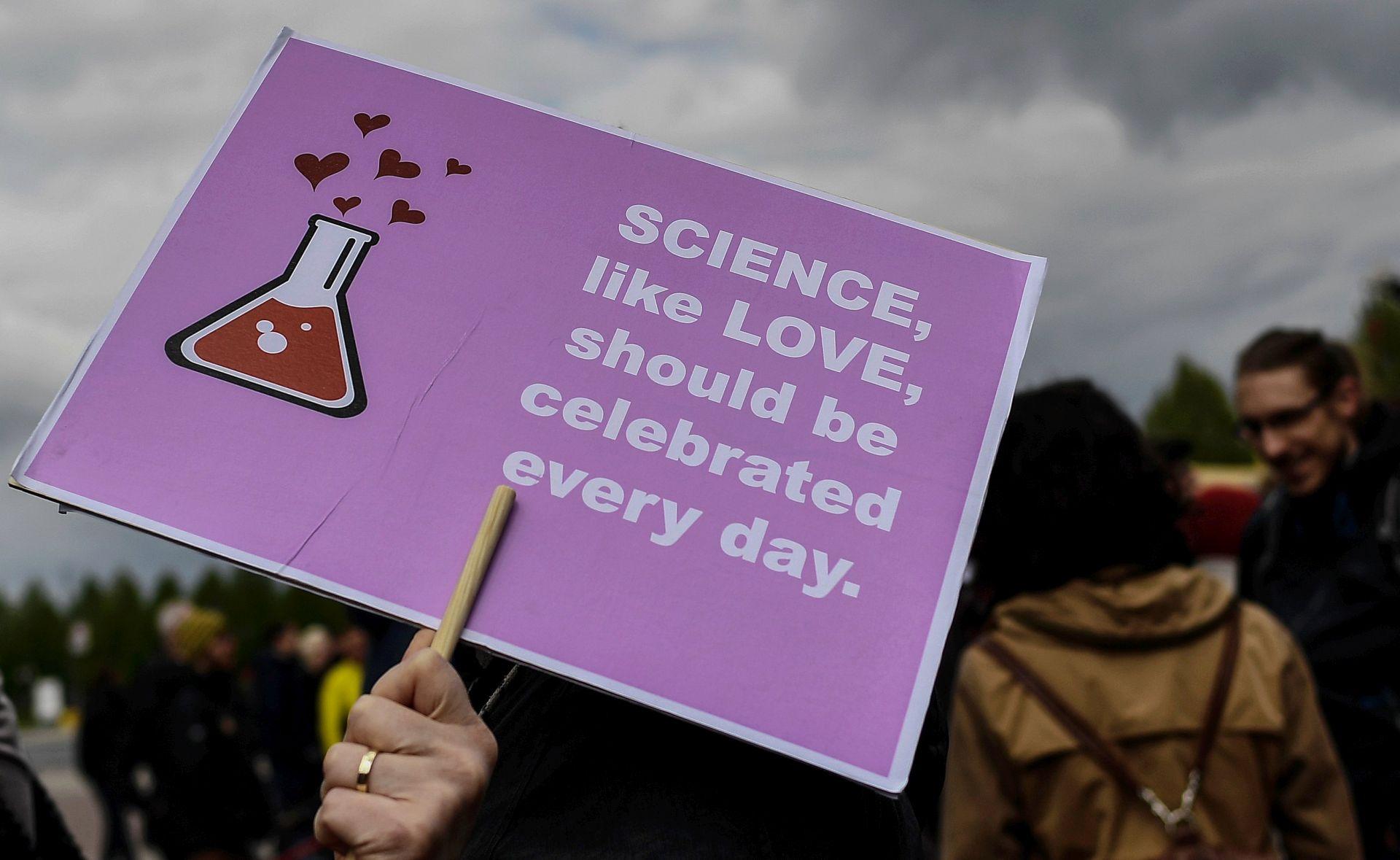 """Prosvjednici središnjeg Marša za znanost ciljaju na Trumpa i """"alternativne činjenice"""""""