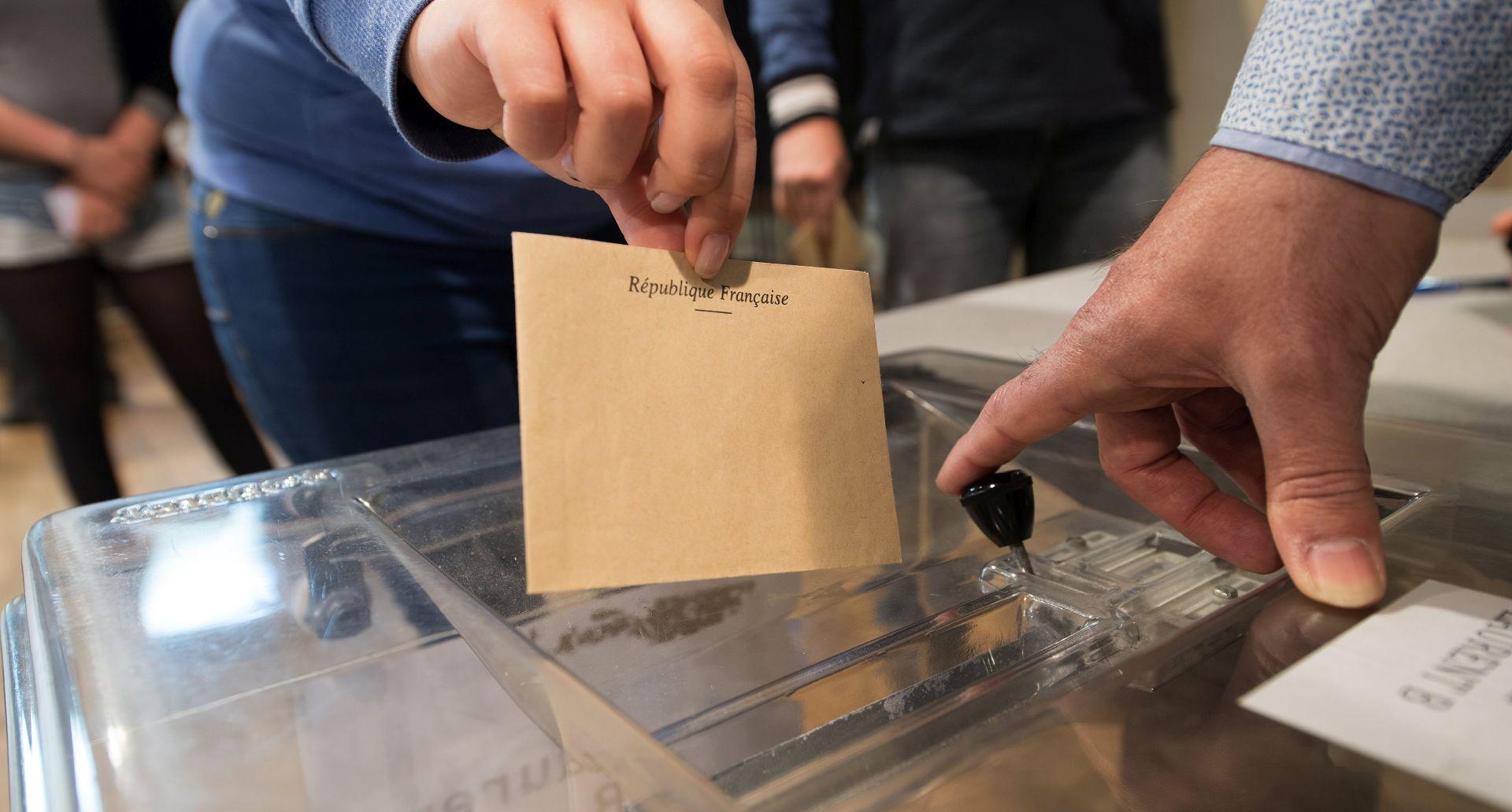Izlazne ankete Macron vodi, slijedi Le Pen