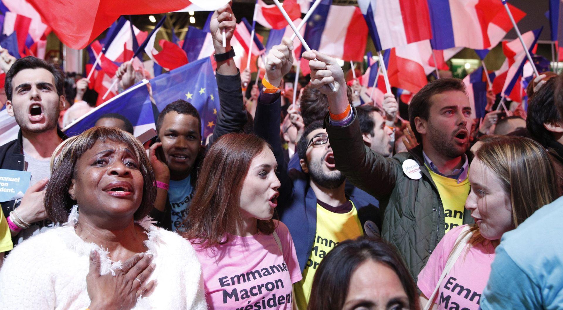 MACRON okrećemo novu stranicu; pozivi biračima da 7. svibnja glasaju za Macrona