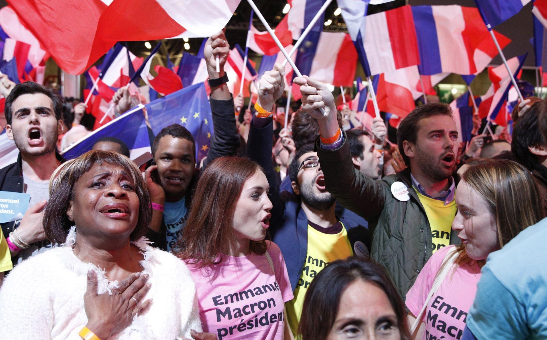 Macron favorit protiv Le Pen u drugom krugu