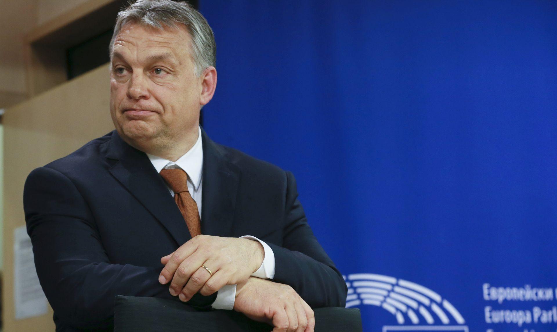 Orban: Izbjeglicama se ne može pomoći uništavajući vlastitu zemlju