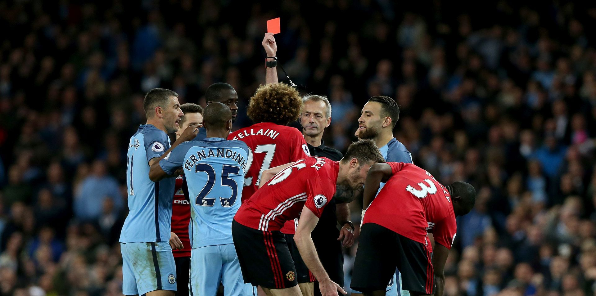 MANCHESTER UNITED Fellainiju tri utakmice kazne zbog crvenog kartona